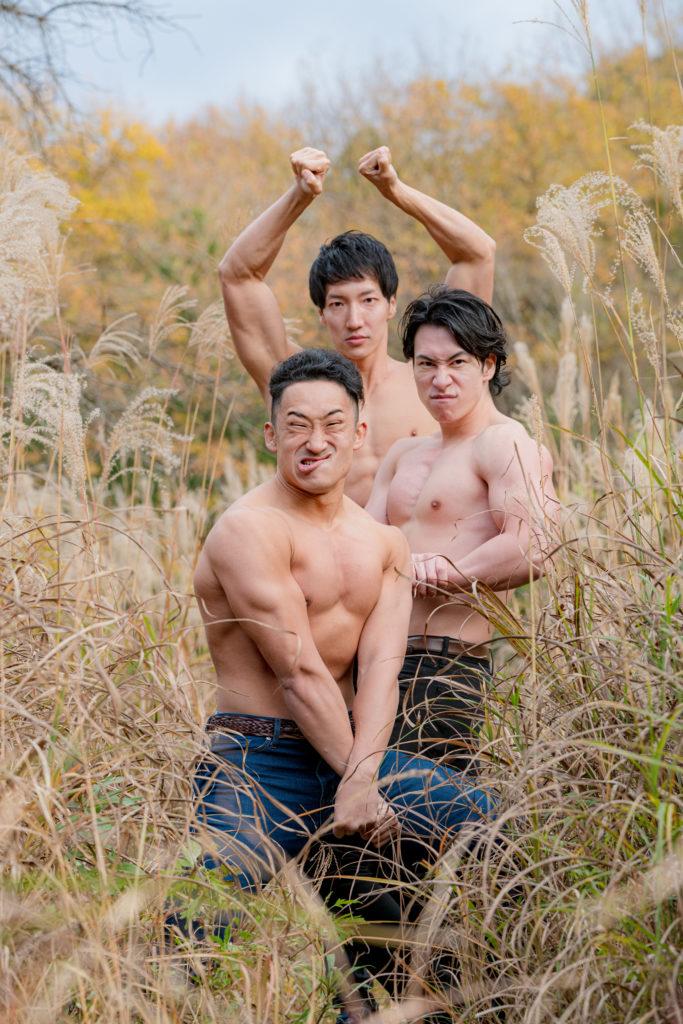 ススキの精霊マッチョ(縦写真)/reference stock photo muscle in autumn colors@フリー素材 筋肉