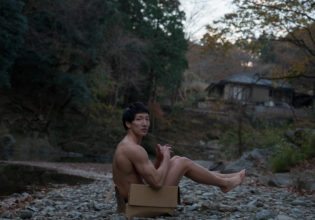 川辺に捨てマッチョ/reference stock photo muscle in autumn colors/box macho@モデル 筋肉
