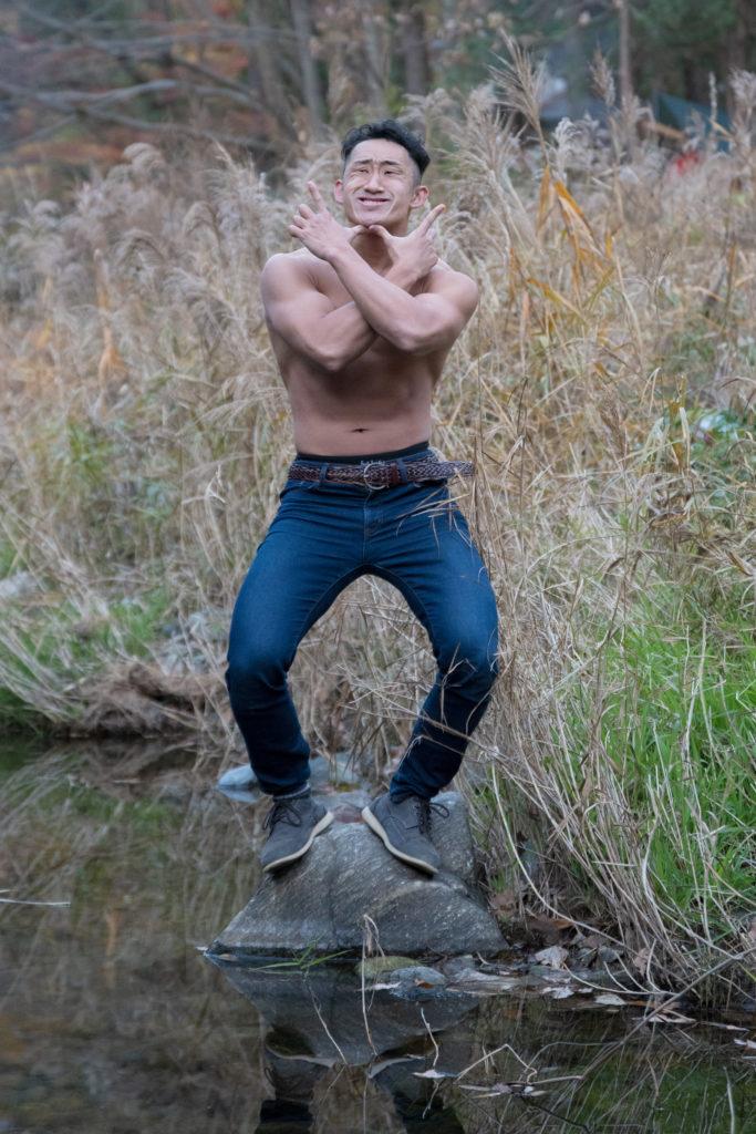 怨む河原のマッチョ(縦写真)@モデル 筋肉