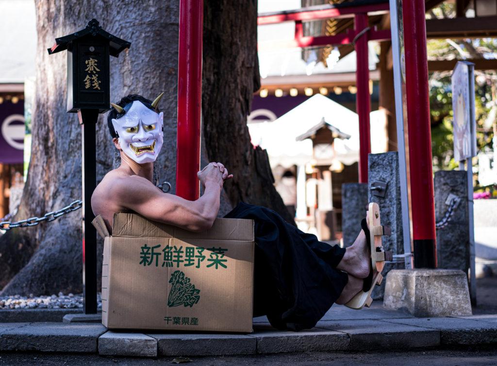 恵方巻の覇権争いに敗れて捨てられる鬼マッチョ/reference stock photo muscle at shrine box macho@写真 マッチョ