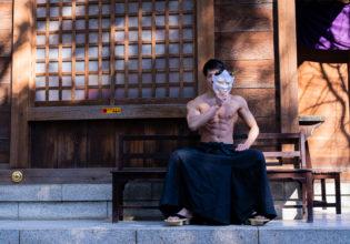 お面とマッチョ/reference stock photo muscle at shrine@写真 マッチョ