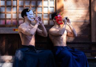 また仲良く恵方巻を食べる鬼マッチョ/reference stock photo muscle at shrine@和服 画像