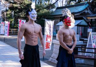 神社にお参りする鬼マッチョ/reference stock photo muscle at shrine@写真 マッチョ