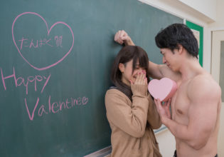 愛を囁くマッチョ/reference stock photo muscle at Valentine's Day@著作権フリー 画像 筋