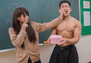大事な時に要らぬことを言ってしまいフラれるマッチョ/reference stock photo muscle at Valentine's Day@著作権フリー 画像 学校