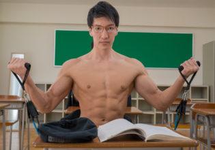 授業中に筋トレするマッチョ/reference stock photo muscle at high school student@フリー素材 筋肉