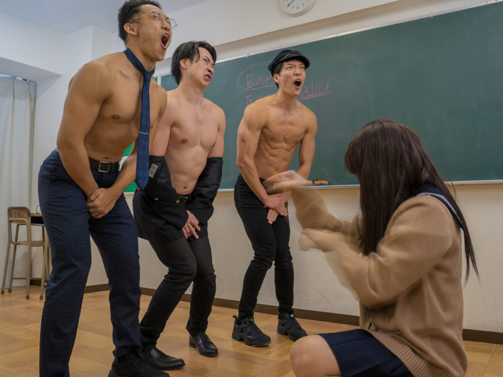 JKに制裁されるマッチョ/reference stock photo muscle at high school @フリー素材 筋肉