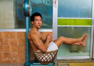 計量される捨てマッチョ/reference stock photo muscle at publicbath box macho@フリー素材 筋肉