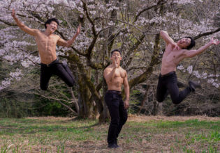 領域展開するマッチョ/reference stock photo muscle cherry blossoms@フリー素材 筋肉