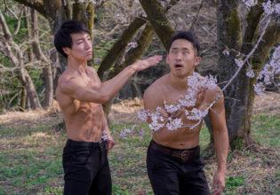 桜の下で手刀で暗殺するマッチョ@俳優 筋肉