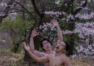 巨人に捕らわれるマッチョ(縦写真)/reference stock photo muscle cherry blosssom@モデル 筋肉