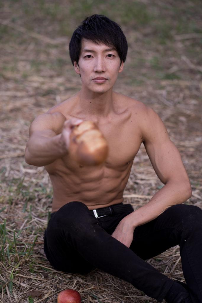 僕のフランスパン食べる?(縦写真)reference stock photo muscle cherry blossoms@モデル 筋肉