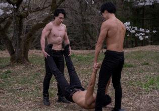 死体を運ぶマッチョ/reference stock photo muscle a murder case atcherry blossoms @モデル 筋肉