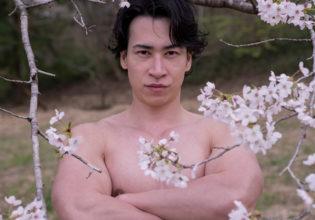 桜とマッチョ(縦写真)@モデル 筋肉