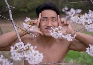 桜と遊ぶマッチョ@モデル 筋肉