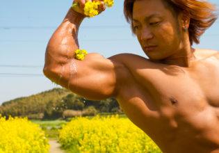 菜種油を搾るマッチョreference stock photo muscle field of canola flower@フリー素材 筋肉
