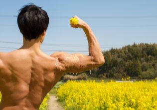 菜種油を搾るマッチョ@フリー素材 筋肉
