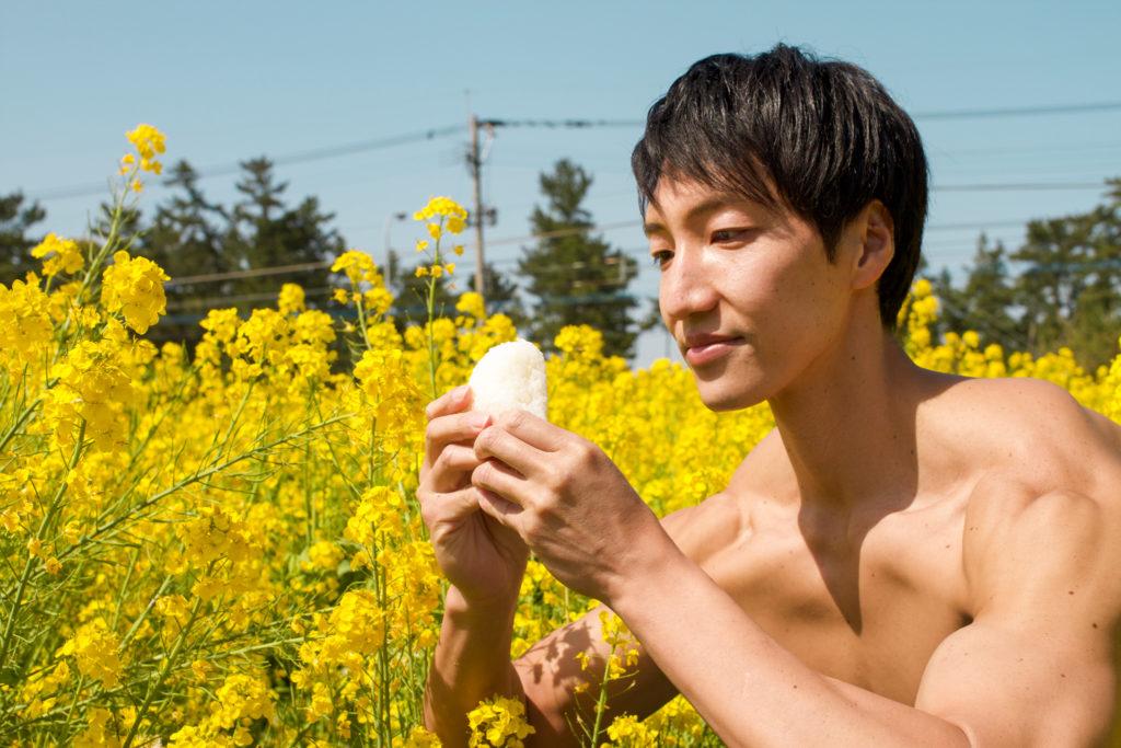 菜の花とおにぎりとマッチョ/reference stock photo muscle field of canola flower@フリー素材 筋肉