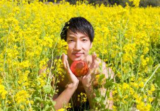 菜の花とりんごとマッチョ@フリー素材 筋肉