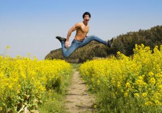 菜の花畑ではしゃぐマッチョ/reference stock photo muscle field of canola flower@フリー素材 筋肉