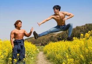 菜の花畑で闘うマッチョ/reference stock photo muscle field of canola flower@フリー素材 筋肉