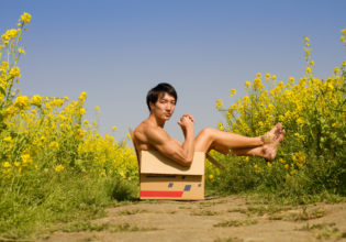 菜の花の畑に捨てマッチョ/reference stock photo muscle field of canola flower box macho@フリー素材 筋肉