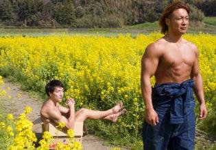 菜の花の覇権争い敗れ捨てられるマッチョ/reference stock photo muscle field of canola flower@フリー素材 筋肉