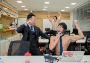 初受注を決めたマッチョ/reference stock photo muscle work at office@マッチョ写真集