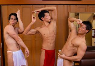 風呂上がりのコーヒー牛乳でジョ〇ョ立ちをキメるマッチョ/reference stock photo muscle public bath jojo pose@写真 筋肉