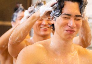 仲良く髪を洗うマッチョ@写真 筋肉
