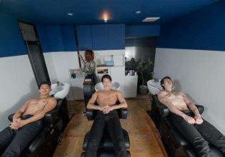 シャンプー台のマッチョ/reference stock photo muscle beauty salon @フリー素材 筋肉