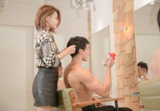 「筋肉に似合う髪型にしてください」とオーダーするマッチョ/reference stock photo muscle beauty salon@写真 マッチョ