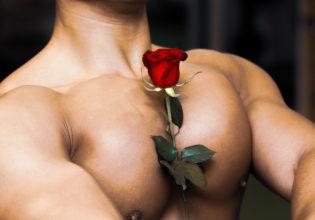 薔薇を口に咥える時代は終わった/reference stock photo muscle pecs and rose@アスリートモデル マッチョ