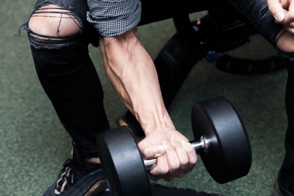ダンベルリストカールする前腕/reference stock photo muscle@アスリートモデル マッチョ