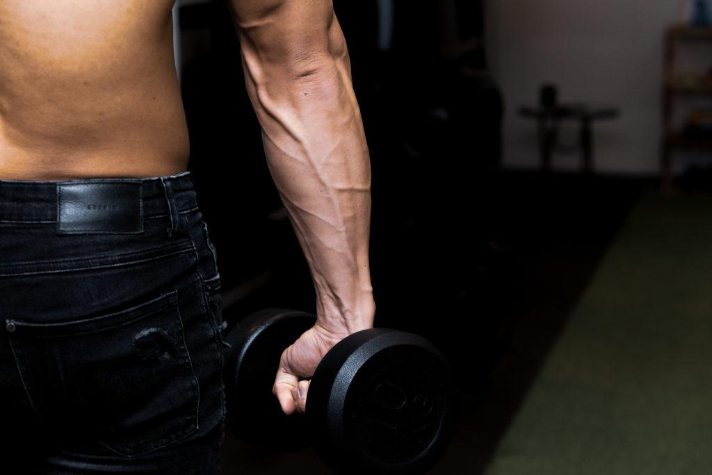 ダンベルを握る前腕/reference stock photo muscle dunbel@フリー素材 筋肉
