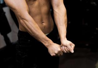 雑巾を絞る前腕/reference stock photo muscle@アスリートモデル マッチョ