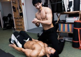 心臓マッサージを弾き返す大胸筋reference stock photo muscle pecs@アスリートモデル マッチョ
