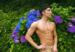 紫陽花とマッチョ@著作権フリー 画像 筋肉