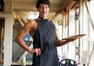マッチョなカフェ店員@著作権フリー 画像 筋肉