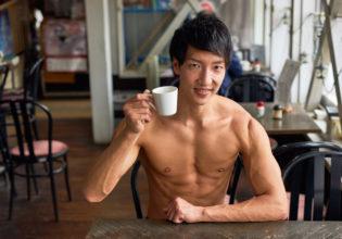 マッチョと喫茶店デートなうに使っていいよ/reference photo muscle coffee shop@フリー素材 筋肉 (2)