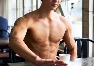 コーヒーはブラックに限るマッチョ@フリー素材 マッチョ