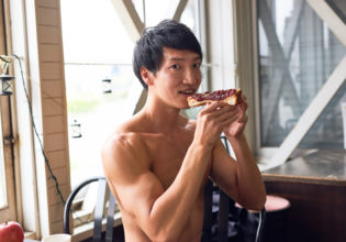 小倉トース小倉トーストを食べるマッチョ@refarence photo muscleトを食べるマッチョ@refarence photo muscle