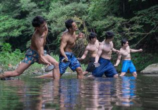 プロテインを懸けて水切り対決するマッチョ/reference_photo_muscle@フリー素材 筋肉