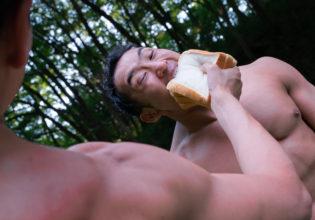 そんなに欲しけりゃ食べなさい!!@フリー素材 筋肉