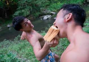 朝ごはん早く食べなさい!/reference photo muscle summer@フリー素材 筋肉
