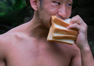 食パンはマッチョが美味しくいただきました@フリー素材 筋肉
