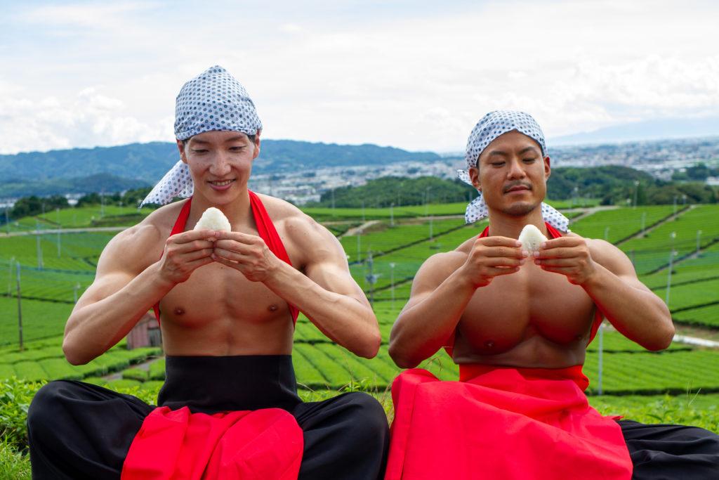 茶畑とおにぎりとマッチョ/reference photo muscle japanese@フリー素材 筋肉