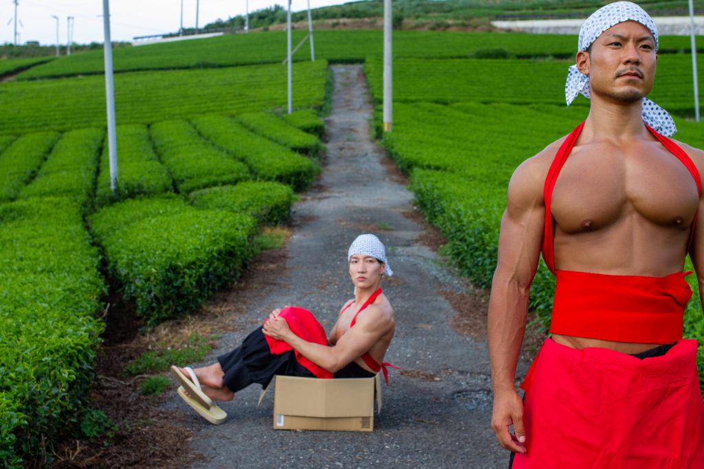 茶葉の覇権争い破れ捨てられるマッチョ/reference photo macho box@フリー素材 筋肉