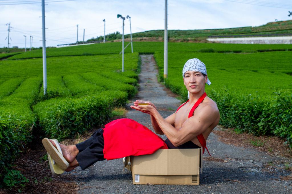 茶畑に捨てマッチョ/reference photo macho box@フリー素材 筋肉