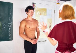 【メイド喫茶のマッチョ】初めてのメイド喫茶に緊張するマッチョ/reference photo for drawing muscle/maid cafe@フリー素材 筋肉